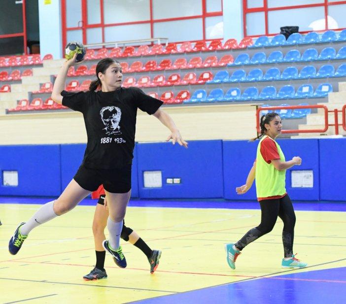konyaalti-belediyesi-kadin-hentbol-takiminda-puan-hesaplari-001.jpg
