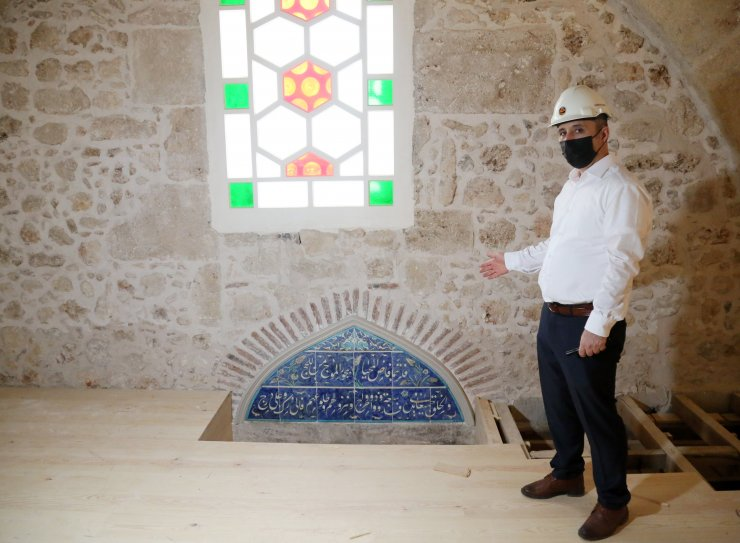 5 Asırlık Caminin Boya Ve Çimentoyla Kapatılan Süslemeleri Gün Yüzüne Çıktı
