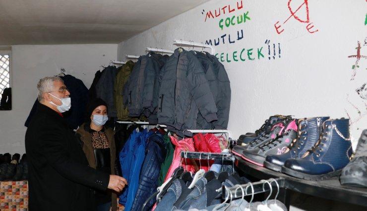 Muhtar Emine, İhtiyacı Olan Çocuklar İçin Giyim Mağazası Açtı
