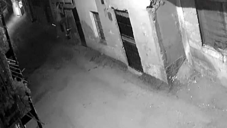 PencereKorkuluklarından Tırmanarak Girdiği Evleri Soyan ŞüpheliYakalandı