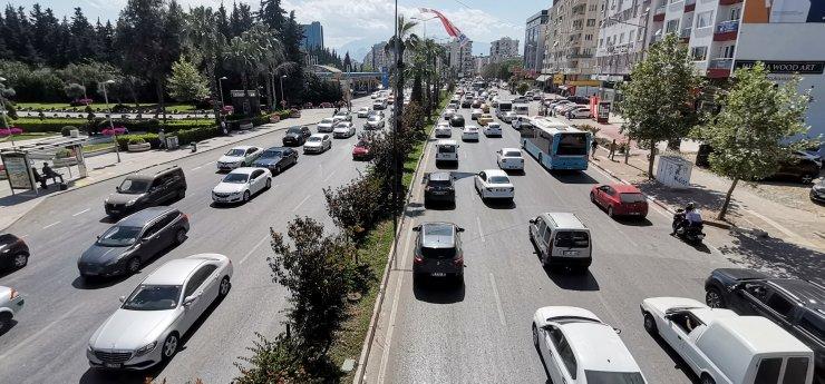 Antalya'da Tam Kapanma Sonrası Trafik Kilitlendi